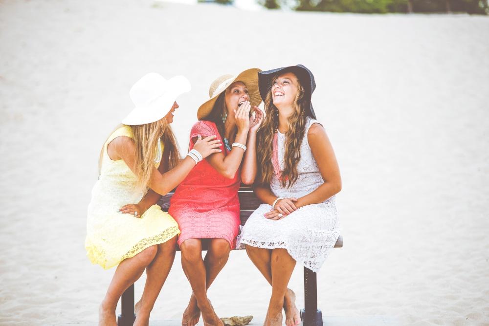 girlfriends-laughing-ben-white