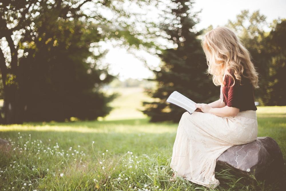 woman-reading-photographer-ben-white